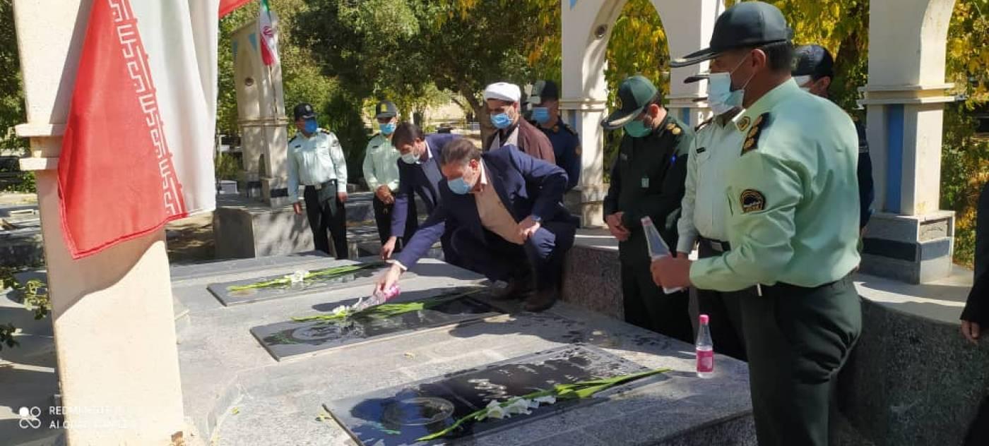عطرافشانی مزار شهدا با حضور مسئولین به مناسبت گرامی داشت هفته نیروی انتظامی