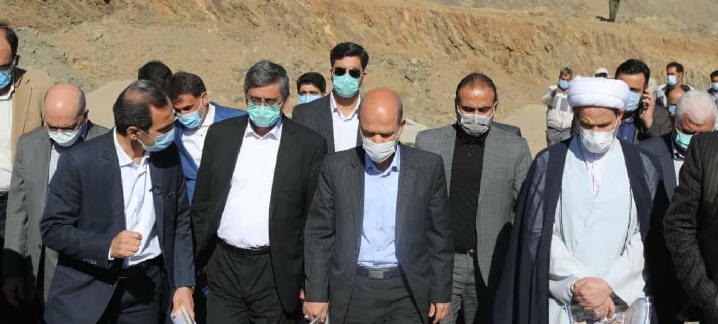 بازدید وزیر نیرو از تصفیه خانه طرح آب رسانی سد تالوار به همدان
