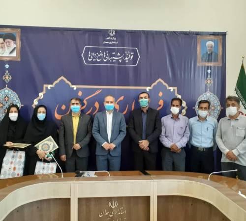 از خدمات بهورز بازنشسته روستای عمان و کارشناس مادران باردار مرکز جامع سلامت دکتر اعلایی تقدیر شد.